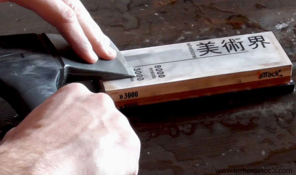 Sharpen-the-edge-with-a-whetstone